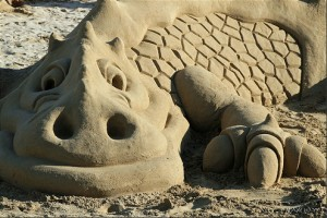 France Brittany Quiberon beach dragon sand sculpture, photo by Manu18e's flickr