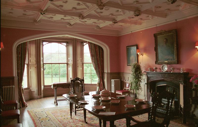Met dining room