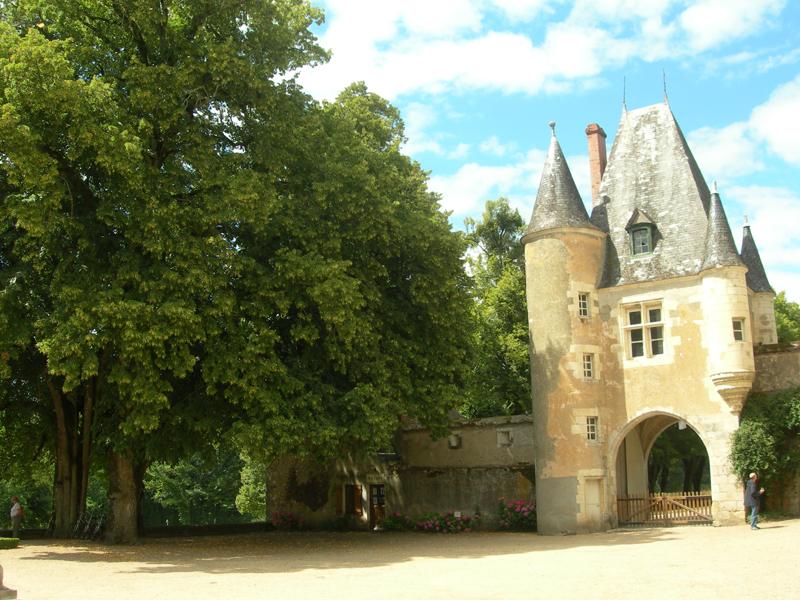 France Berry Sologne Château de la Verrerie castel d'entrée et boutique