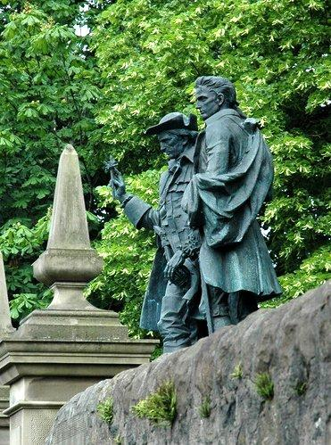 Edinburgh David Balfour & Alan Breck statues © 2006 Scotiana