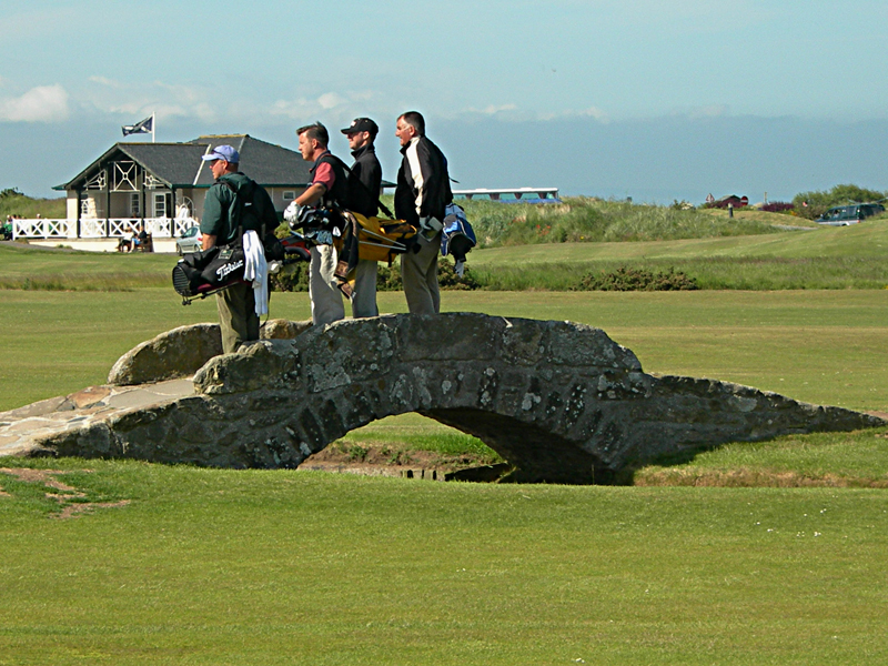 Golfers on the bridge - St Andrews golf links bridge © 2006 Scotiana