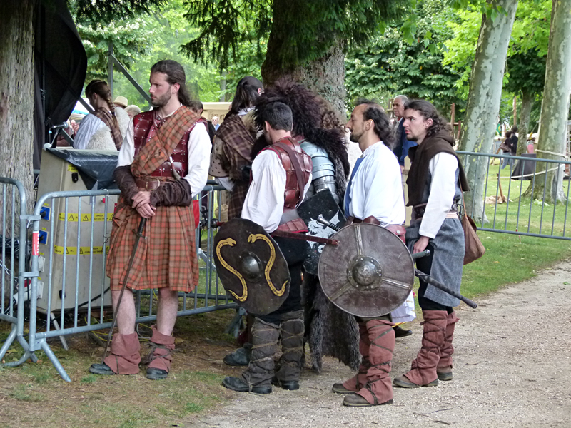 Aubigny-sur-Nère Scottish French festivities a group of warriors  © 2011 Scotiana