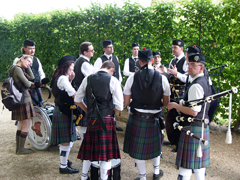 The 92nd North Fox Pipe Band at the Scottish French festivities in Aubigny-sur-Nère © 2011 Scotiana