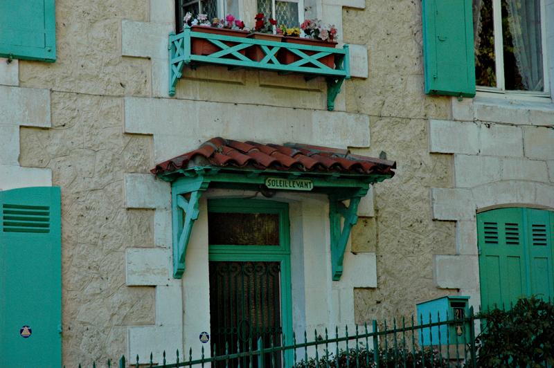 Arcachon Ville d'hiver Villa Soleil Levant entrance door © 2011 Scotiana