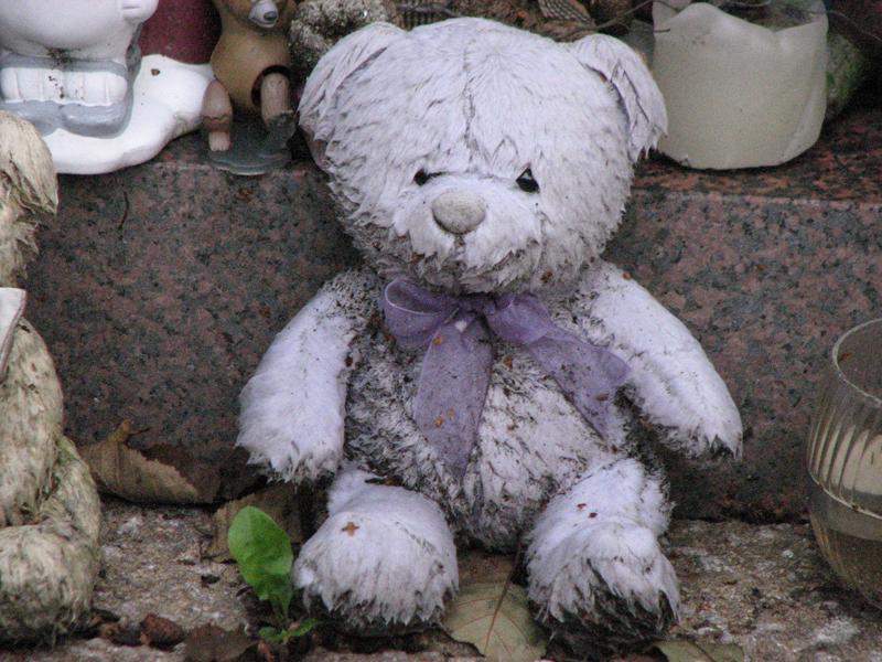 Glasgow Necropolis little teddy bear  © 2007 Scotiana