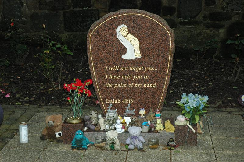 Glasgow necropolis 'Child Migrants' monument   © 2007 Scotiana