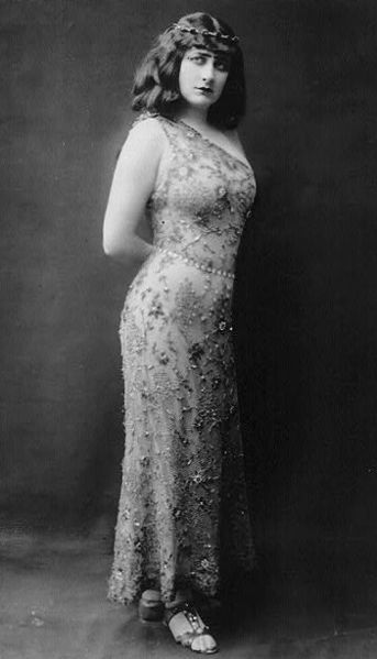 Scottish soprano Mary Garden (1874-1967) dressed for operatic role - Wikipedia