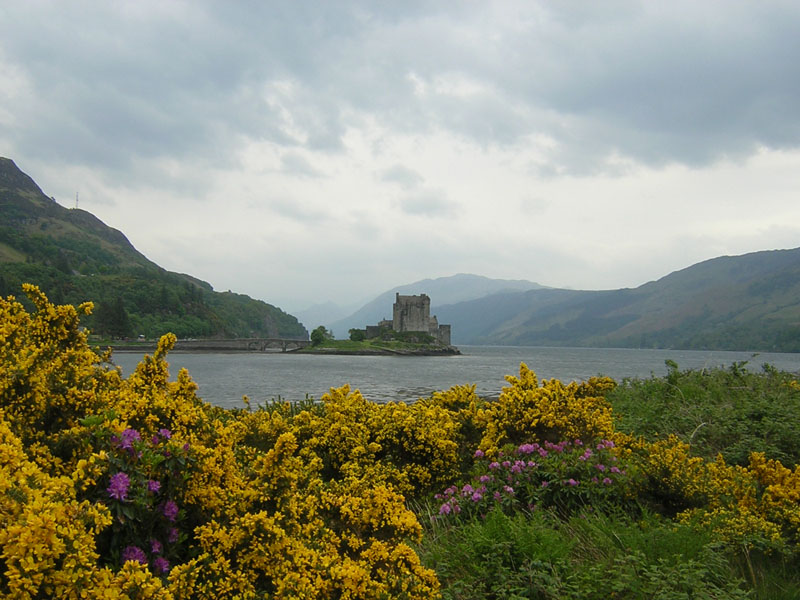 Eilean Donan Castle North West Highlands Scotland  © 2004 Scotiana