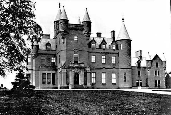 Castle Buchanan in late 1890's Drymen Scotland Source Wikipedia