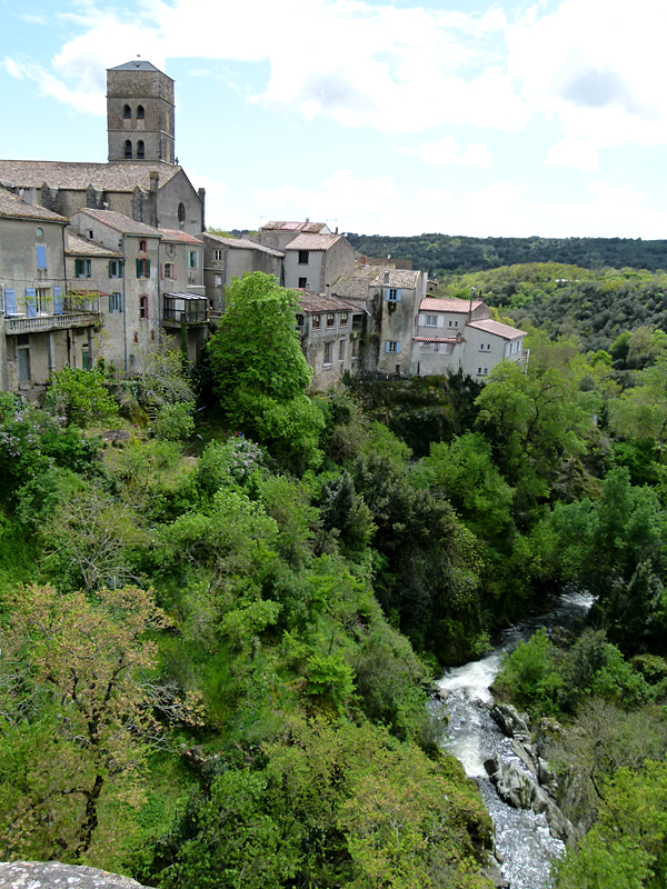 France, Languedoc-Roussillon, Aude, Montolieu old houses, the gorge of the Alzeau  2012 Scotiana