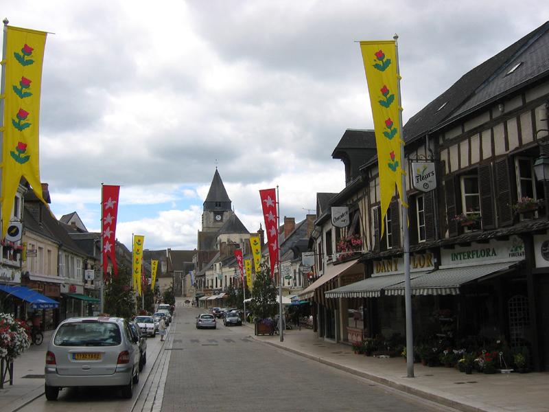Aubigny-sur-Nère main street © 2010 Scotiana