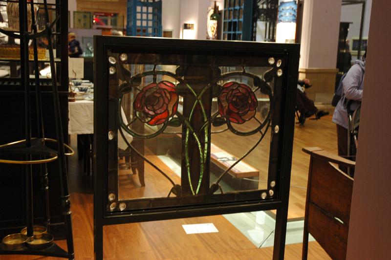 Glasgow Kelvingrove Museum & Art Gallery Mackintosh roses Glasgow Kelvingrove Museum & Art Gallery Mackintosh roses © 2007 Scotiana