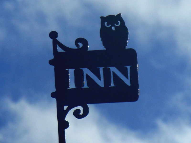 Alloway Poet's Path Inn Owl sign  © 2012 Scotiana