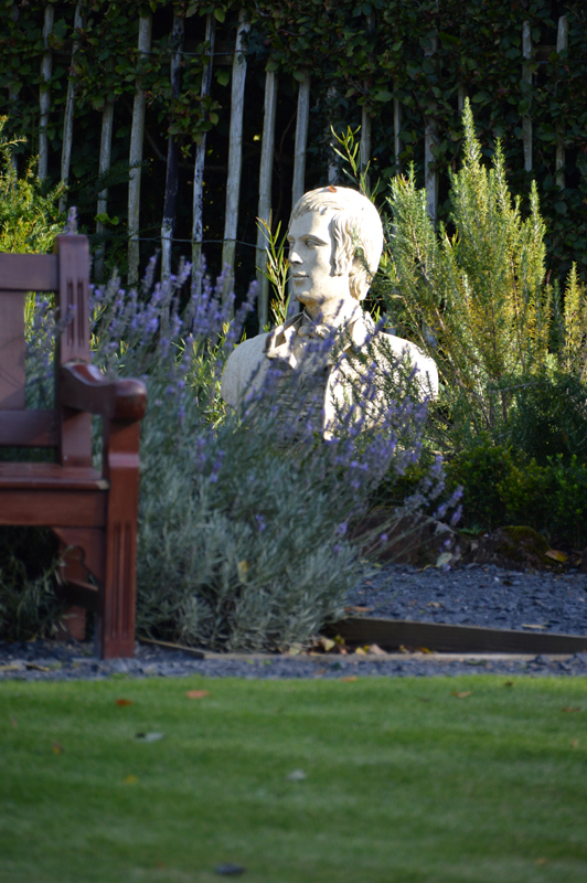 The poet's bust in Burns Cottage garden in Alloway© 2012 Scotiana