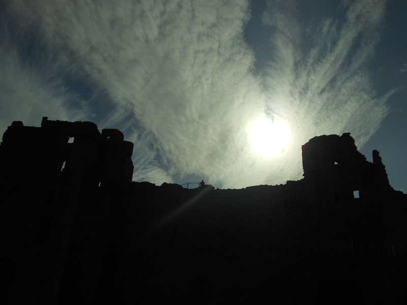 Eerie atmosphere at Tantallon Castle © 2012 Scotiana