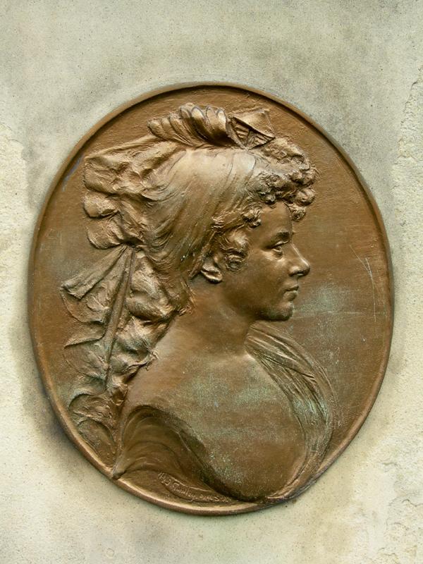 Edinburgh Canongate Kirkyard Clarinda medallon © 2007 Scotiana