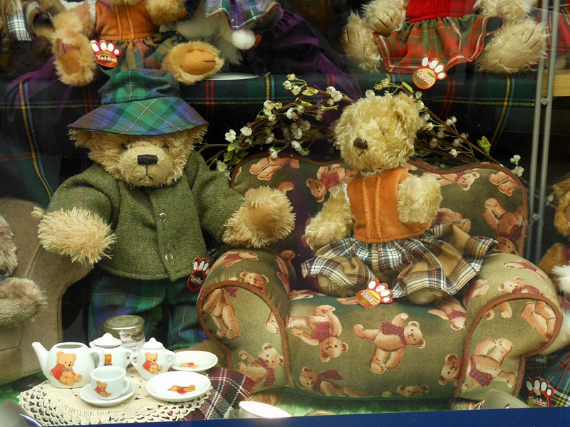 Tea time for Teddy Bears at Neanie Scott Shop Canongate Edinburgh  © 2012 Scotiana