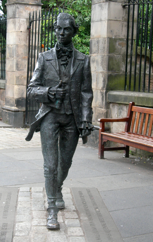 Edinburgh Royal Mile Robert Fergusson statue Canongate Kirk © 2007 Scotiana