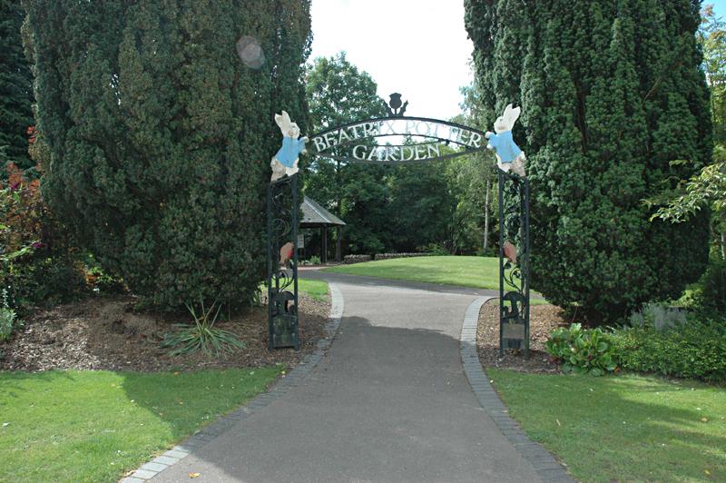Dunkeld Beatrix Potter Garden entrance gate © 2007 Scotiana