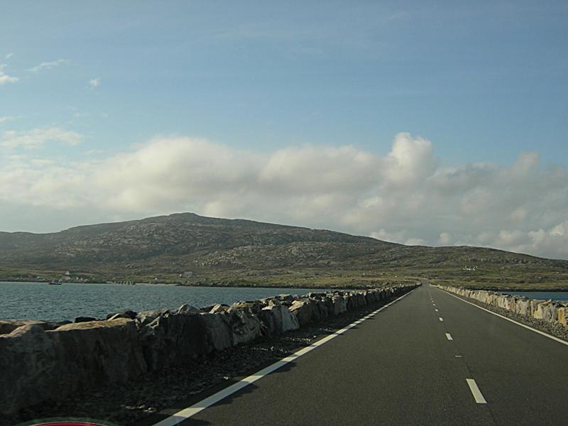 Eriskay causeway Outer Hebrides Scotland © 2004 Scotiana