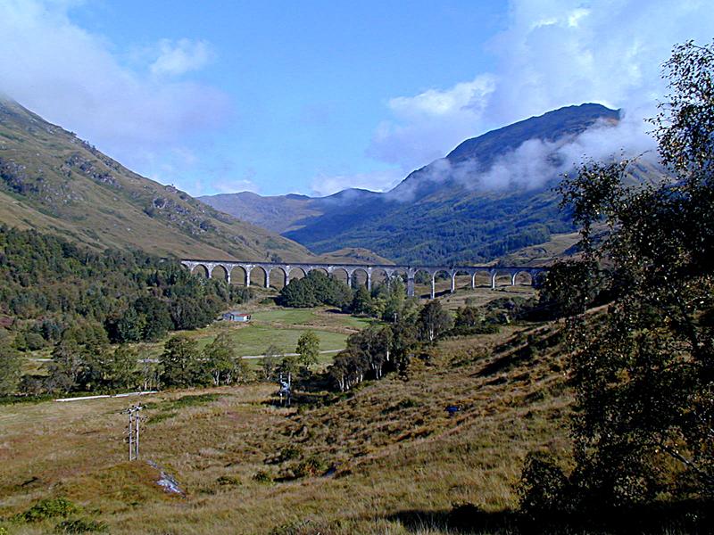 Glenfinnan railway viaduct © 2003 Scotiana