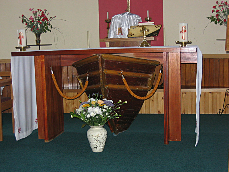 The altar in St Michael's church in Eriskay © 2004 Scotiana.