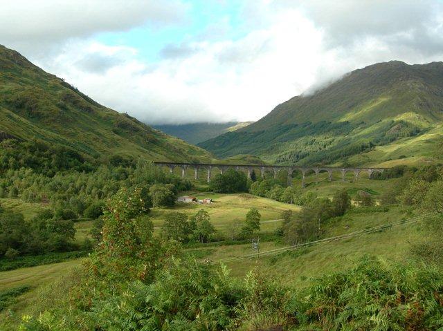Glenfinnan-viaduct-highlands-scotland