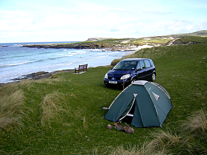 Bivouac on the Isle of Barra in the Outer Hebrides © 2004 Scotiana