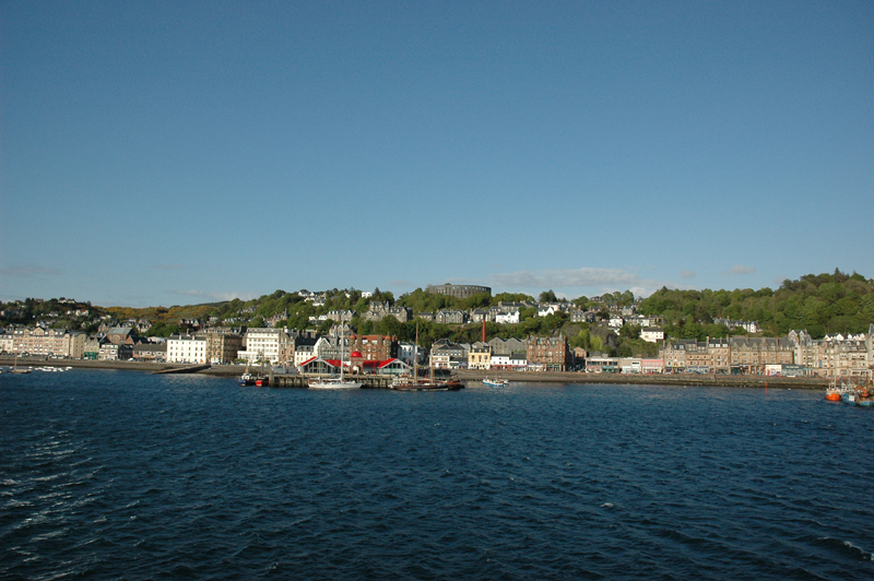A view of Oban taken from the ferry Oban-Mull © 2006 Scotiana