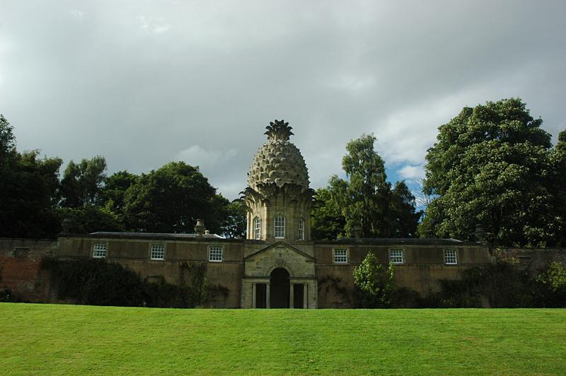 The Dunmore Pineapple façade and garden © 2007 Scotiana