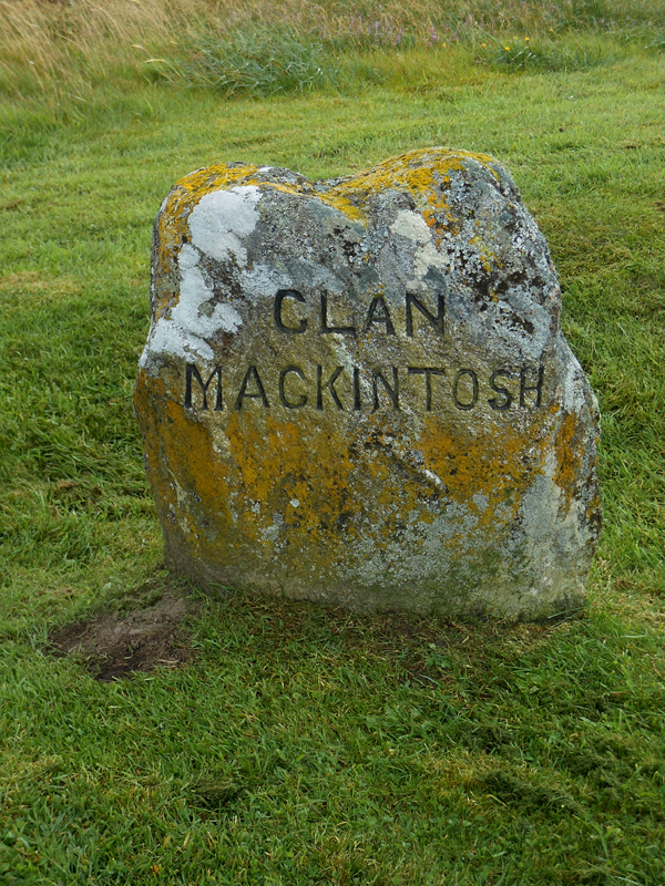 Culloden Moor Clan Mackintosh stone © 2012 Scotiana