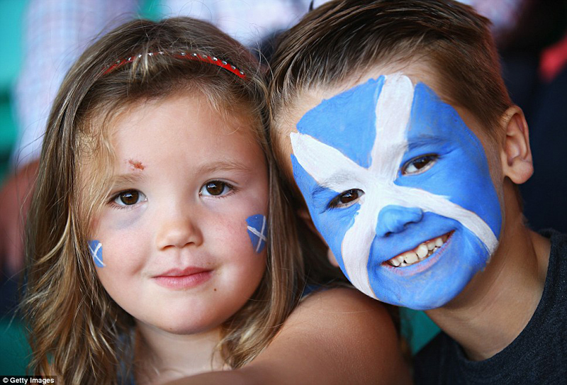 Scottish children and Scottish Saltire Source MailOnline © Getty images