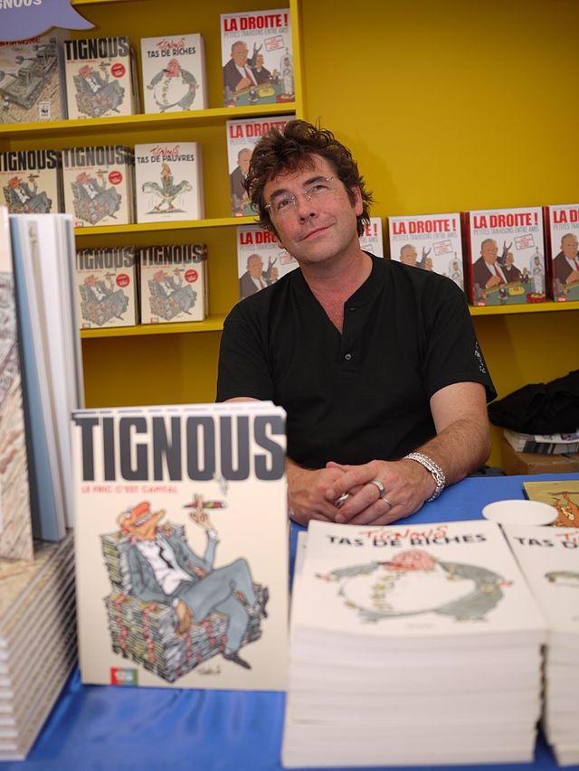 Tignous dedicating books at 'O Tour de la Bulle' in  Montpellier 2010