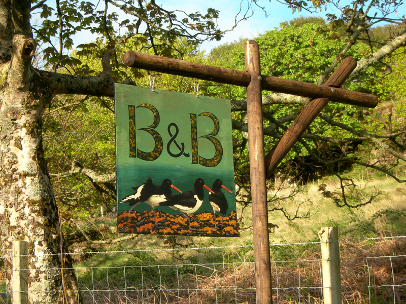A B & B oyster catchers sign near Dervaig © 2006 Scotiana