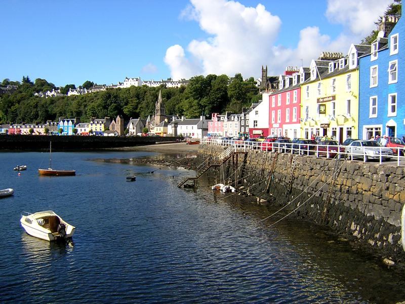 The colourful harbour of Tobermory in Mulll © 2004 Scotiana