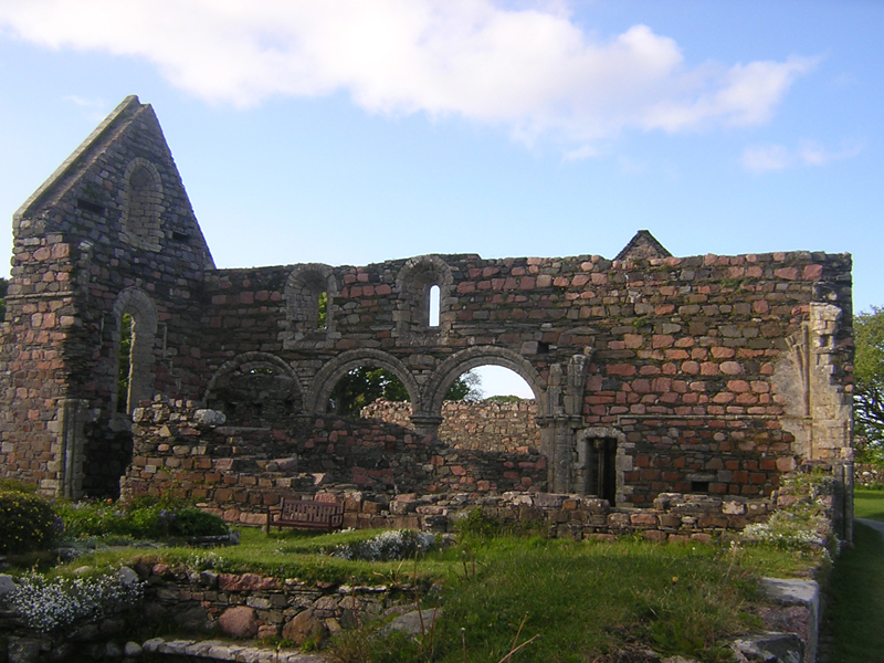 The Nunnery Church on Iona  © 2004 Scotiana