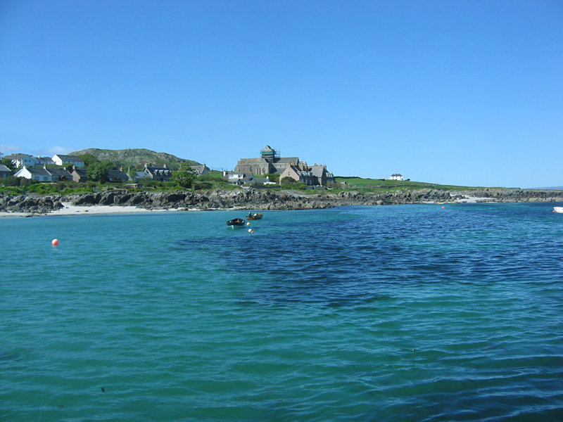 The turquoise blue waters of the Sound of Iona © 2004 Scotiana