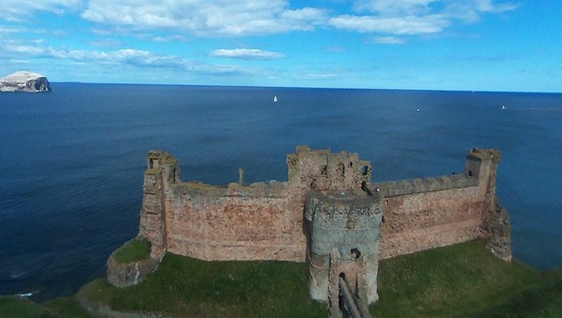 Tantallon Castle BeBop aerial view © 2015 Scotiana