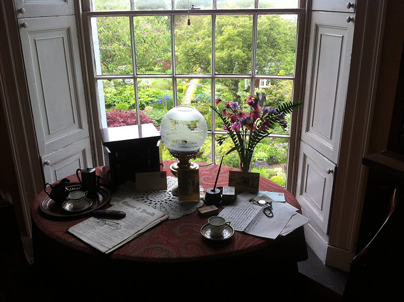 Brougthon House Hornel's writing table © 2015 Scotiana
