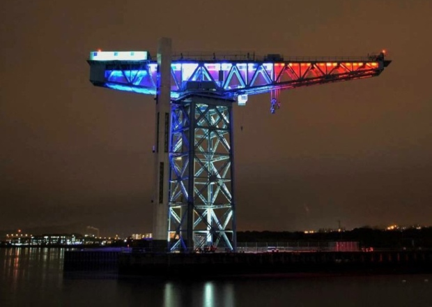Glasgow Titan Crane in blue white red © 2015 Scotsman