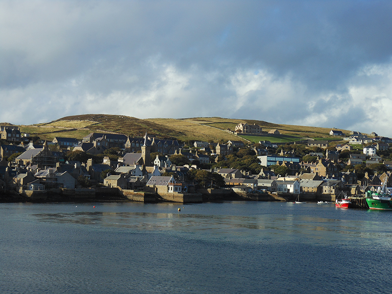 Stromness harbour and Brinkie Brae as seen  from the departing ferry © 2012 Scotiana