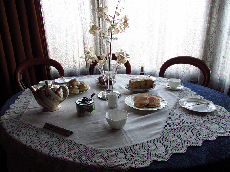 Tea-time -at Miss Toward'sTenement House in Glasgow © Glen Bowman Flickr - Photo Sharing