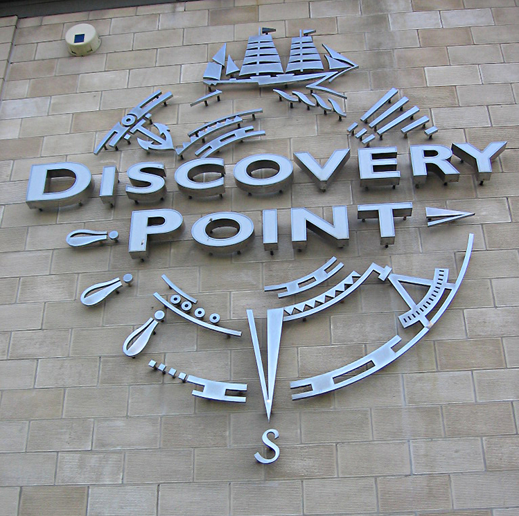 Dundee Discovery Point logo ship direction South Pole © 2006 Scotiana