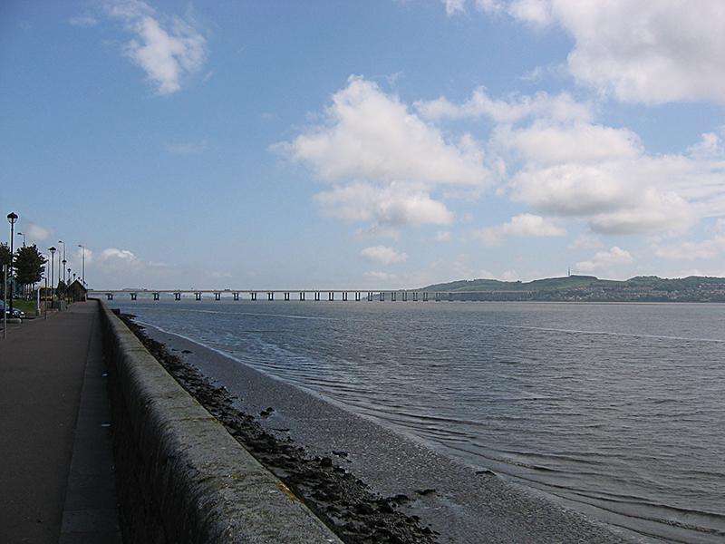Dundee Tay Road Bridge © 2006 Scotiana