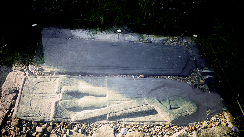 Islay Finlaggan Grave slab with effigy of knight © 2015 Scotiana