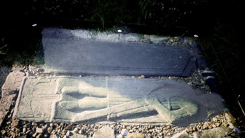Islay Finlaggan Grave slab with effigy of knight © 2015 Scotiana