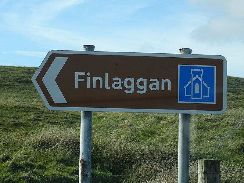 Islay Finlaggan road sign © 2015 Scotiana