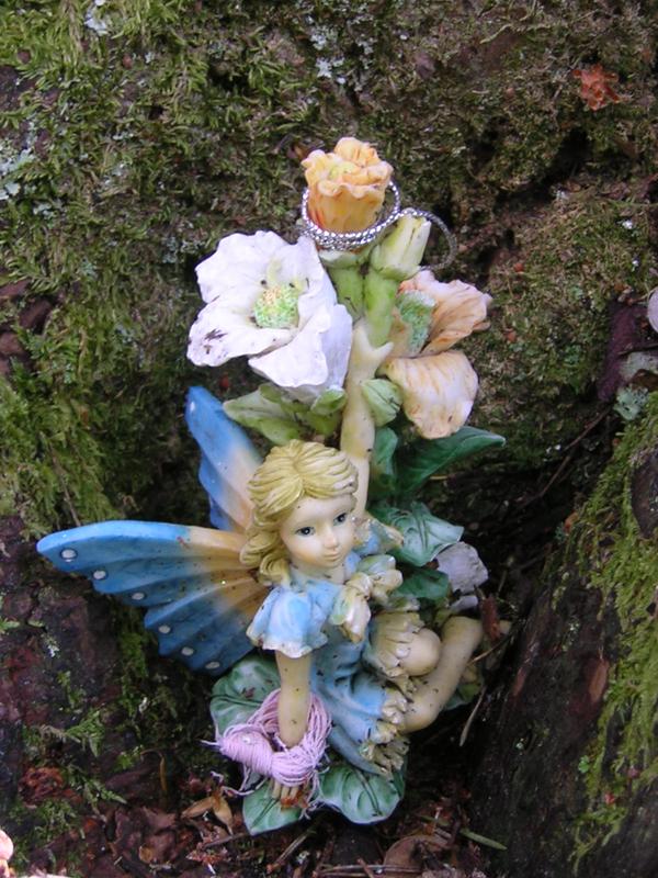 Doon Hill fairy figurine Aberfolye © 2004 Scotiana