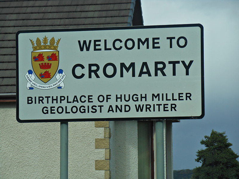Cromarty Hugh Miller cottage signpost © 2009 Scotiana