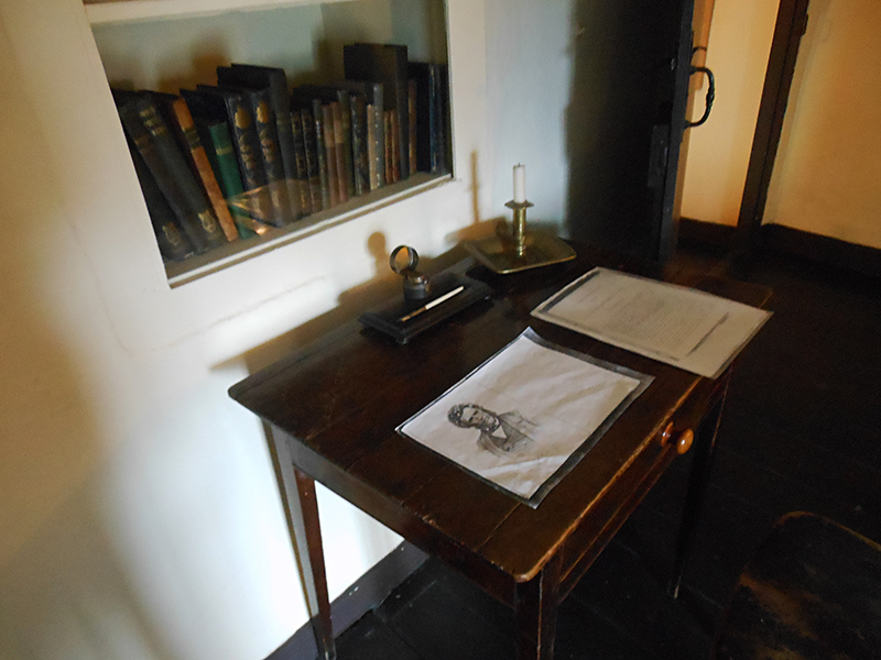 Hugh Miller's  desk  in his Cromarty native cottage © 2012 Scotiana